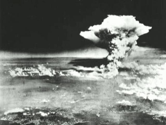 原爆のきのこ雲